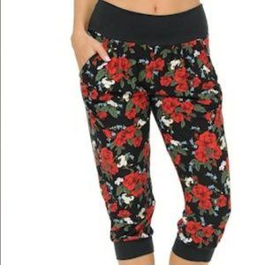 Pants - 🎉SALE🎉NWT Rose Capri Joggers